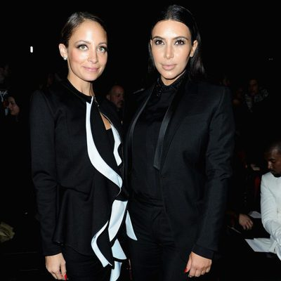 Kim Kardashian y Nicole Richie en el desfile de Givenchy otoño/invierno 2013/2014 en la Semana de la Moda de París