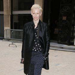Tilda Swinton en el desfile de Haider Ackermann otoño/invierno 2013/2014 en la Semana de la Moda de París