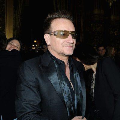 Bono en el desfile de Stella McCartney otoño/invierno 2013/2014 en Paris Fashion Week