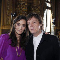 Paul McCartney y Nancy Shevell en el desfile de Stella McCartney otoño/invierno 2013/2014 en Paris Fashion Week
