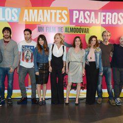El reparto de 'Los amantes pasajeros' presenta la película en Barcelona