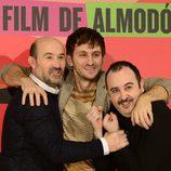 Javier Cámara, Raúl Arévalo y Carlos Areces presentan 'Los amantes pasajeros' en Madrid