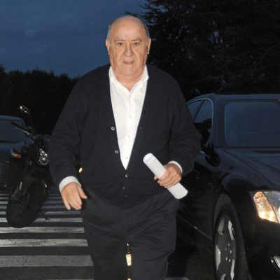 Amancio Ortega acude al Hopistal Quirón de A Coruña para conocer a su nieto Amancio