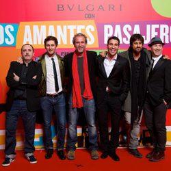 Carlos Areces, Raúl Arévalo, Willy Toledo, Miguel Ángel Silvestre, Hugo Silva y Javier Camara en el estreno de 'Los amantes pasajeros'