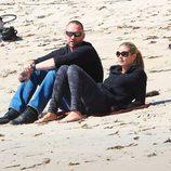 Heidi Klum y Martin Kristen en una playa de Malibú