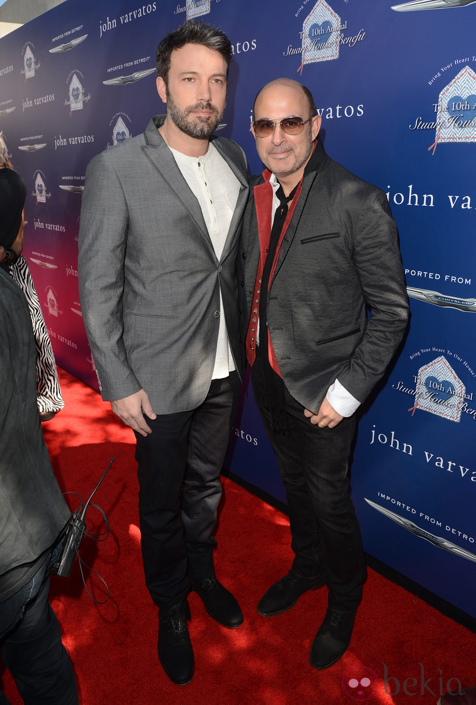 John Varvatos con Ben Affleck en su fiesta solidaria celebrada en Los Ángeles