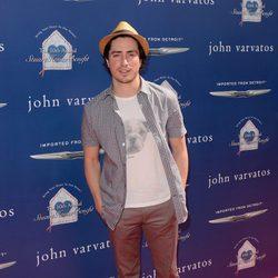 Ben Feldman en la fiesta solidaria de John Varvatos en Los Ángeles