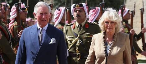 El Príncipe Carlos y Camilla Parker durante su visita oficial a Jordania