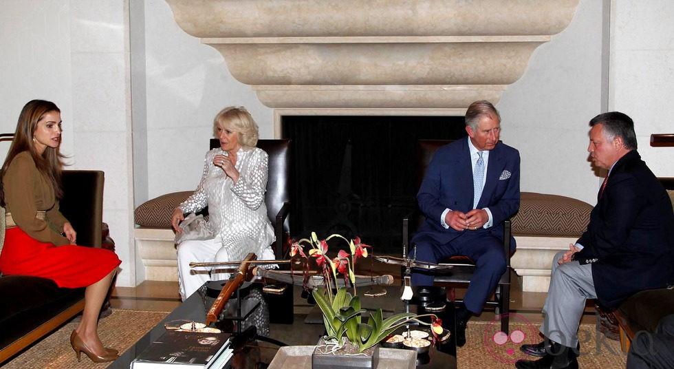 Los Reyes de Jordania con el Príncipe de Gales y la Duquesa de Cornualles