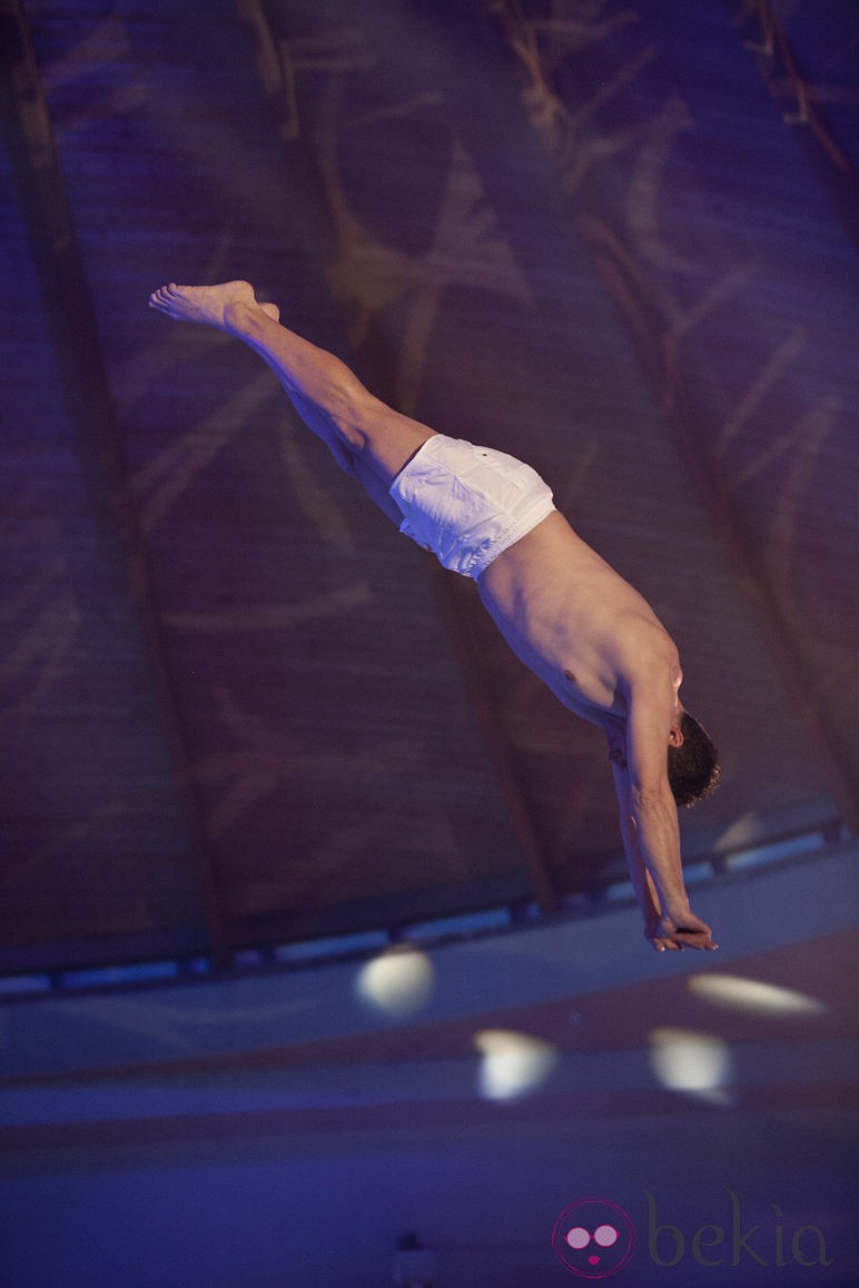 Serafín Zubiri saltando en 'Splash!, famosos al agua'