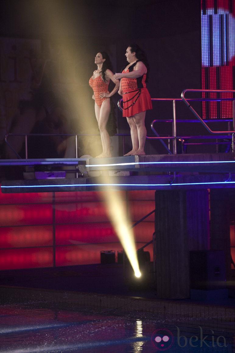 Falete y Toñi Salazar preparándose para saltar en 'Splash!, famosos al agua'
