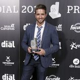 Pablo Alborán con su premio Cadena Dial 2012