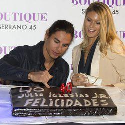 Julio José Iglesias celebra su 40 cumpleaños con su mujer Charisse Verhaert