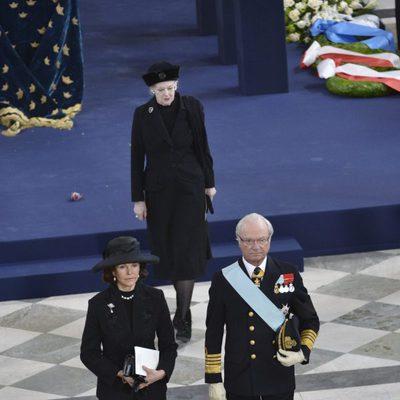 El Rey Carlos Gustavo de Suecia durante la ceremonia de despedida de la princesa Lilian