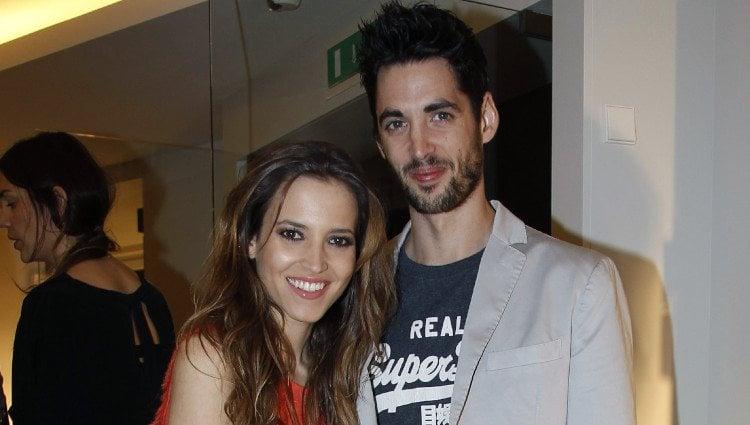 Ana Fernández y Santiago Trancho en una fiesta de moda
