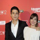 Álex González y Adriana Ugarte