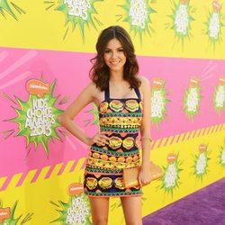 Victoria Justice en la alfombra roja de la 26 edición de los premios Nickelodeon