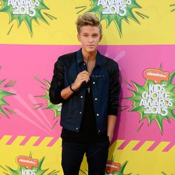 Cody Simpson en la alfombra roja de la 26 edición de los premios Nickelodeon