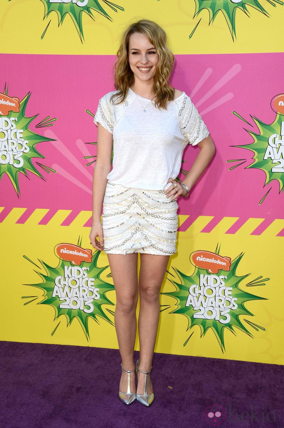 Bridgit Mendler en la alfombra roja de la 26 edición de los premios Nickelodeon