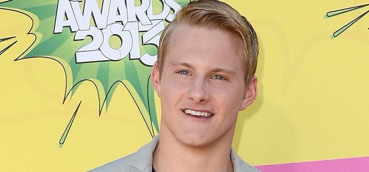 Alexander Ludwig en la alfombra roja de la 26 edición de los premios Nickelodeon