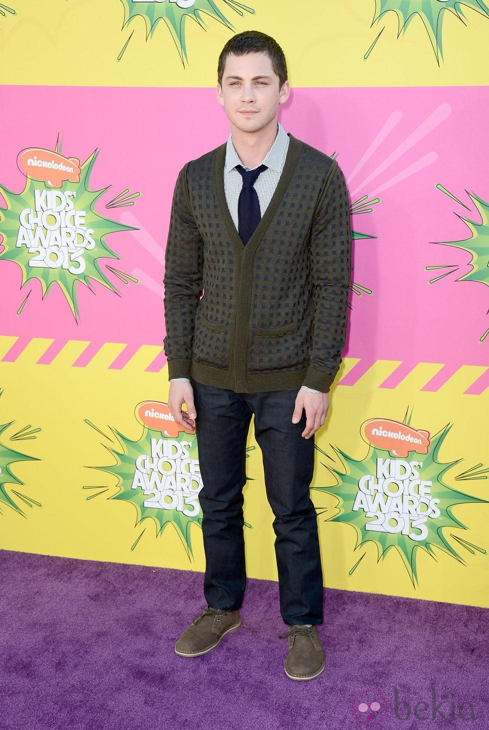 Logan Lerman en la alfombra roja de la 26 edición de los premios Nickelodeon