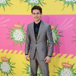 Jake T Austin en la alfombra roja de la 26 edición de los premios Nickelodeon
