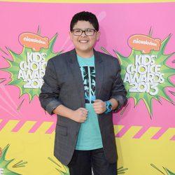 Rico Rodriguez en la alfombra roja de la 26 edición de los premios Nickelodeon