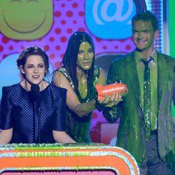 Kristen Stewart recoge el premio de los Nickelodeon's Kids' Choice Awards 2013