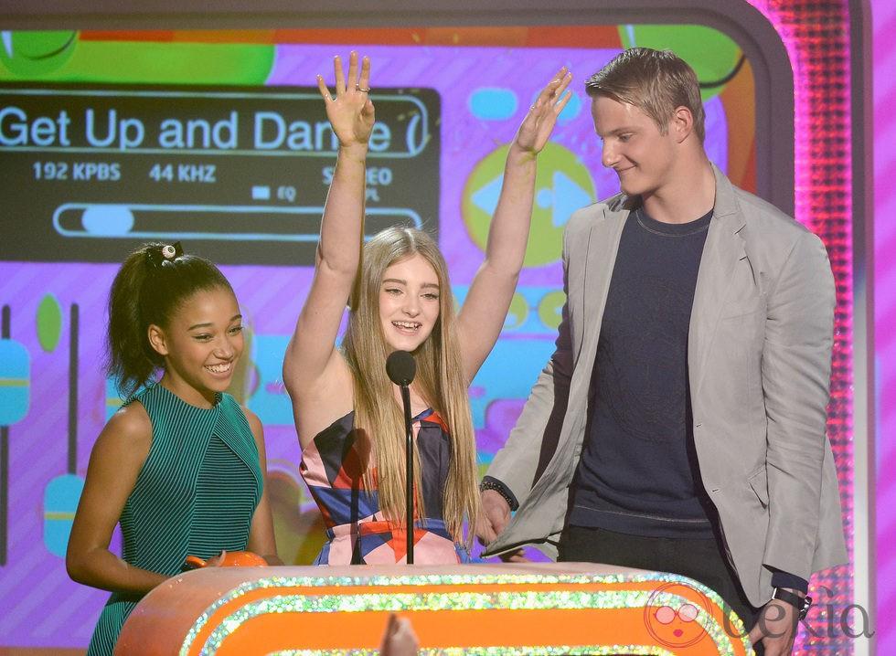 Alexander Ludwig, Amandla Stenberg y Willow Shields recogen el premio de los Nickelodeon's Kids' Choice Awards 2013