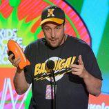 Adam Sandler recoge el premio de los Nickelodeon's Kids' Choice Awards 2013