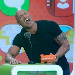 Dwayne Johnson recoge el premio de los Nickelodeon's Kids' Choice Awards 2013