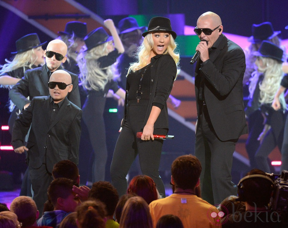 Pitbull y Christina Aguilera durante los Nickelodeon's Kids' Choice Awards 2013