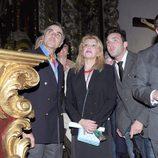 La Baronesa Thyssen y Manolo Segura ante un paso de la Semana Santa de Málaga 2013