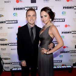 Frankie Muniz y Elycia Marie Turnbow en la Celebrity Fight Night 2013