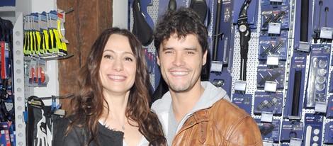 Natalia Verbeke abre su tienda de bicis con Miguel Abellán