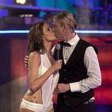 Romina Belluscio besa a Guti tras su primer salto en 'Splash!, Famosos al agua'