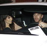 Pilar Rubio y Sergio Ramos en el interior de un vehículo