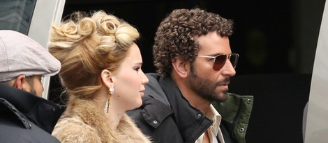 Jennifer Lawrence y Bradley Cooper vuelven a los 70 en el set de rodaje