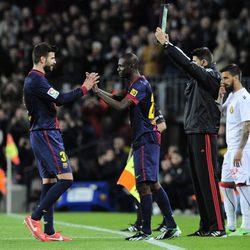 Abidal sustituye a Gerard Piqué en su regreso al Barça