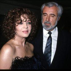 Sara Montiel junto a su marido Pepe Tous en la década de los 80