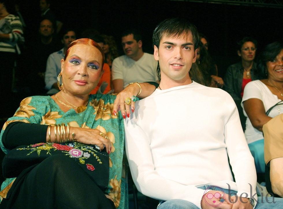 Sara Montiel y su hijo adoptivo Zeus