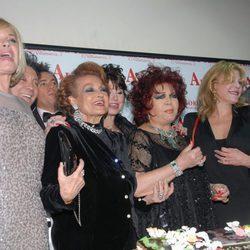 Sara Montiel junto a Bárbara Rey, Carmen Sevilla y Tita Cervera