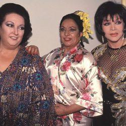 Sara Montiel junto a Monserrat Caballé y Lola Flores