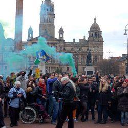 Británicos en Glasgow celebran la muerte de Margaret Thatcher