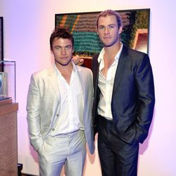 Los hermanos Luke y Chris Hemsworth en la gala Oceana Ball 2013