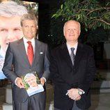 Juan Echanove acompaña a Espartaco en la presentación de su libro