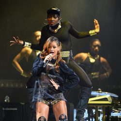 Rihanna en un concierto de su Diamonds World Tour en Los Ángeles
