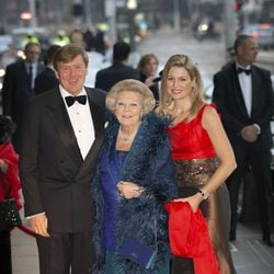 Beatriz, Guillermo y Máxima de Holanda en el Jubileo del Royal Concert Building
