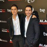 Álex González y Miguel Ángel Silvestre en el estreno de 'Alacrán enamorado' en Madrid