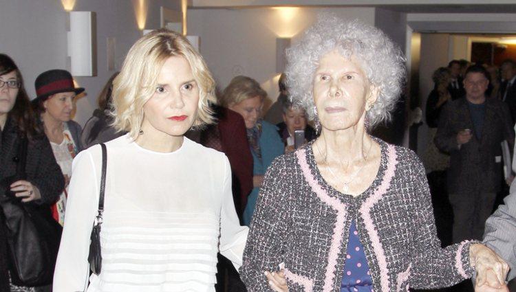 Eugenia Martínez de Irujo y la Duquesa de Alba en la presentación de 'Lo que la vida me ha enseñado'